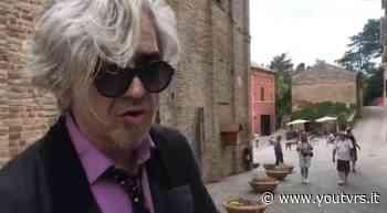 """""""Ciao Giacomo"""", Morgan rende omaggio a Gaber e Leopardi per le vie di Recanati – VIDEO - Youtvrs"""