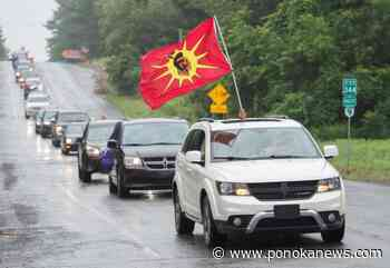 Local residents honk horns, wave flags to mark 30th anniversary of Oka crisis