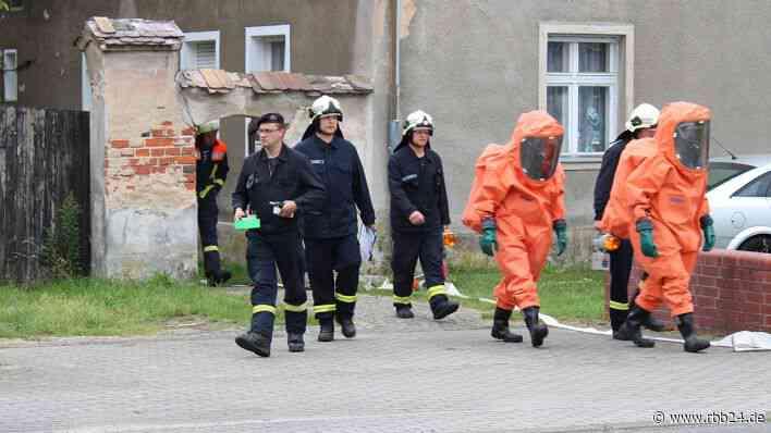 Wohnhaus in Kolkwitz auf Drogen durchsucht - Polizei findet verdächtige Flüssigkeiten - rbb-online.de