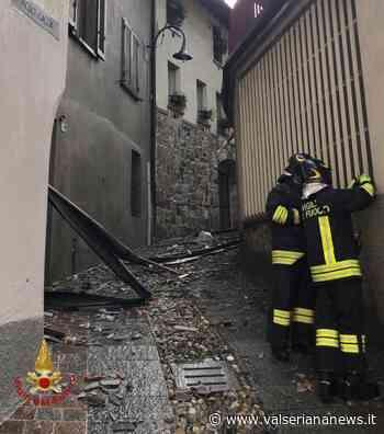 Maltempo: scoperchiato tetto a Gandino, a Sovere auto travolta da una pianta - Valseriana News