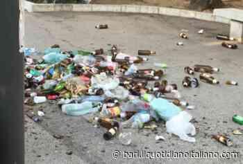 Bari, un mare di bottiglie e gente che dorme: brutto risveglio in piazza Umberto - Il Quotidiano Italiano - Bari