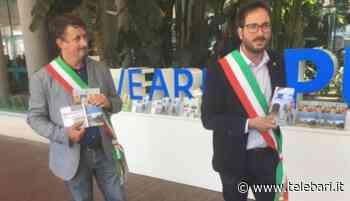 Bari, sindaci di Acquaviva e Casamassima in aeroporto avvicinano i turisti - Telebari srl