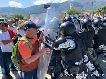 Desalojan a habitantes de Tlapa de Comonfort de la autopista del Sol - La Jornada