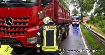 Stadtkyll: Lastwagen verunglückt auf B 421 vor Stadtkyll - Trierischer Volksfreund