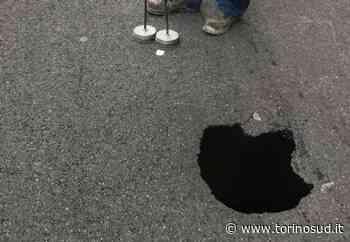 NICHELINO - Voragine in via Cacciatori: sotto l'asfalto un vuoto che poteva inghiottire un'utilitaria - TorinoSud