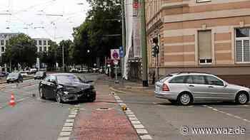 BMW-Fahrer (30) baut in Duisburg Unfall unter Drogeneinfluss - WAZ News