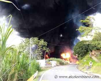 Tractocamión se volcó e incineró en vía Cisneros-Puerto Berrío - El Colombiano
