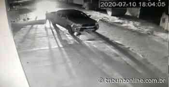 VÍDEO | Aposentado tem carro roubado enquanto comprava gás na Serra - Tribuna Online
