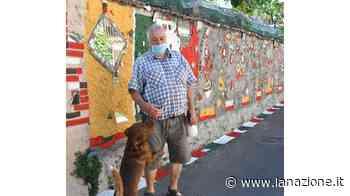 Un muro con disegni e specchi L'originale opera di un pensionato - LA NAZIONE