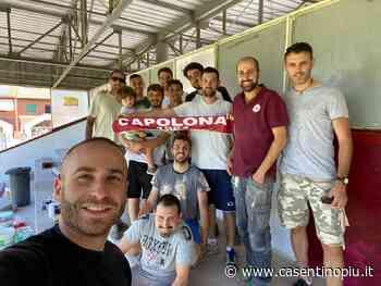 Lavori allo stadio Comunale di Capolona: gruppo di volontari all'opera - Casentinopiù