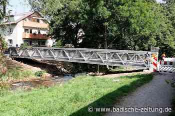 Der neue Jägersteg in Staufen ist an seinem Platz - Staufen - Badische Zeitung - Badische Zeitung