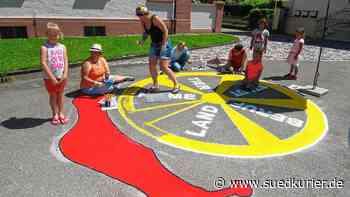 Künstlerin, Eltern und Lehrerinnen sorgen für bunte Straßenkunst auf dem ... | SÜDKURIER Online - SÜDKURIER Online