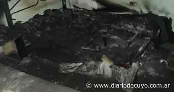 Una familia en ruinas por un incendio en su casa de Sarmiento - DIARIO DE CUYO