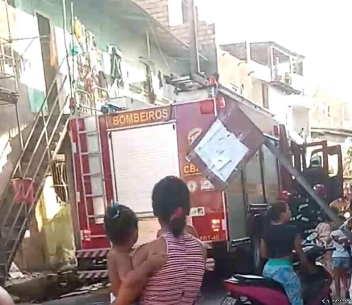Quitinete pega fogo e três crianças são resgatadas no bairro do Barreiro, em Belém - G1