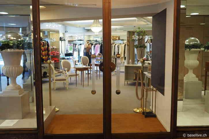SOPHYS in Basel - Das Sortiment der Mode Boutique SOPHYS – an bester Lage im Freienhof an der Freien Strasse in Basel – ist sehr ausgesucht und vielfältig und umfasst nebst schönster Mode auch Accessoires, Schmuck, Dior Parfüms und Kosmetik. - Base
