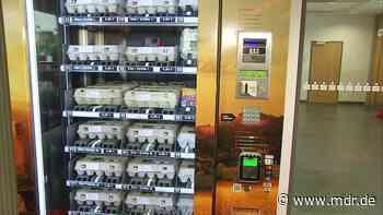Bio-Eier rund um die Uhr in der Sparkasse Chemnitz - MDR
