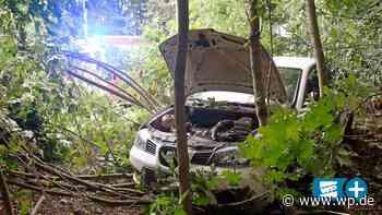 Siegen: Autofahrt endet mitten im Wald - Westfalenpost