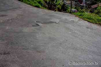 Moradores pedem 'socorro' em rua que está afundando - Diário de Ribeirão Pires