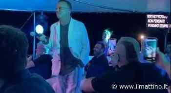 Capri, sotto le stelle con Gigi D'Alessio a bordo del Tortuga nella baia dei Faraglioni - Il Mattino