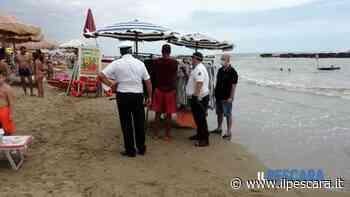 Sequestrati in spiaggia a Montesilvano centinaia di capi di abbigliamento mare [FOTO] - IlPescara