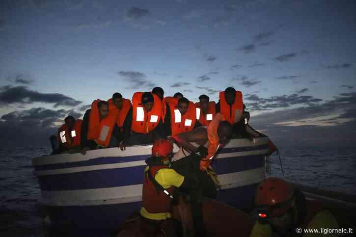 L'estate a rischio delle coste italiane: in mano agli scafisti quasi 20mila stranieri