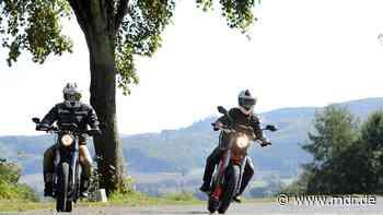 Motorradfahrer verärgert: Diskussion um illegale Motorrad-Rennen bei Sonneberg - MDR