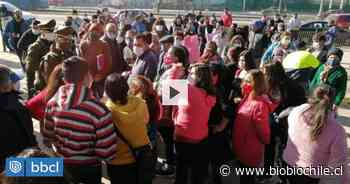 Feriantes de La Pintana se manifiestan frente al municipio: piden mayor control a comercio ambulante - BioBioChile