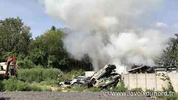 Vendin-le-Vieil: plusieurs véhicules en feu, chemin du halage - La Voix du Nord