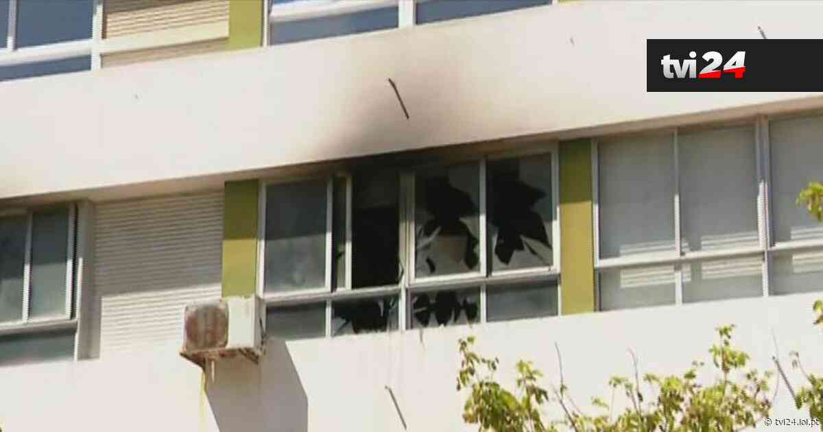 Incêndio em apartamento em Oeiras fere dois bombeiros - TVI24