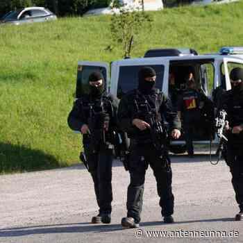 Polizisten entwaffnet: Mann weiter auf der Flucht - Antenne Unna