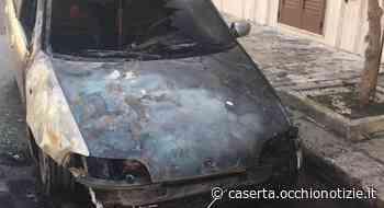Paura a Gricignano d'Aversa, auto prende fuoco durante le manovre di parcheggio - L'Occhio di Caserta