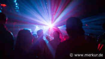 Unterhaching: Mit DJ-Pult und 200 Gästen - Münchner feiert Techno-Party im Perlacher Forst - Merkur.de