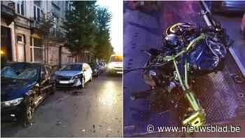 Pas opgedoken beelden tonen aan hoe zwaar crash was, motorrijder kruipt door oog van de naald