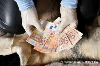 Verdachten die met geld zwaaien verontrusten juwelier