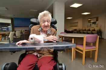 Feest om honderdjarige Laura Mortier in Oostkamp