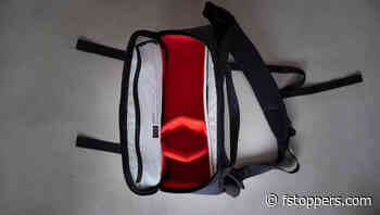 Fstoppers Reviews the Moment Sling Bag