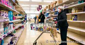 Rules change on wearing face coverings in supermarkets in England