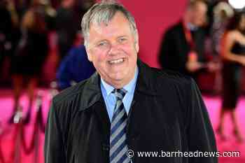 Clive Tyldesley 'baffled' after being replaced as ITV lead commentator - Barrhead News