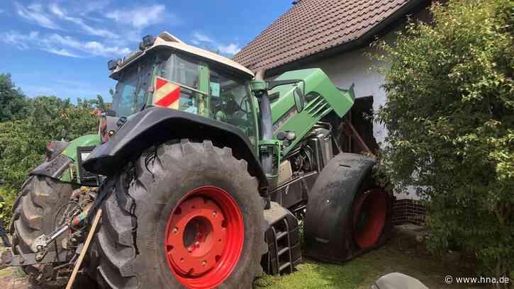 Unfall in Malsfeld: Schlepper fährt in Haus - Bewohner unter Schock - HNA.de