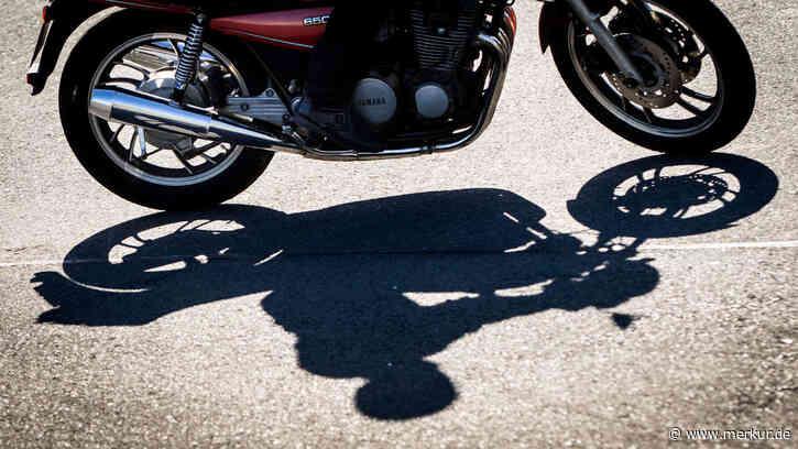 Lichtenau (Nürnberg): Autofahrerin übersieht Motorrad: Fahrer stirbt - Sohn (10) wird verletzt - Merkur.de