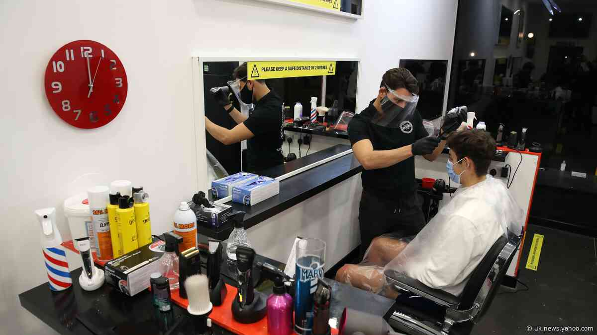 Barber opens at midnight to thank customers for lockdown support
