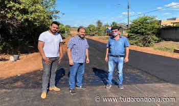 Em Alvorada do Oeste, presidente Laerte Gomes visita obras de pavimentação na Rua Eça de Queiroz - Tudo Rondônia