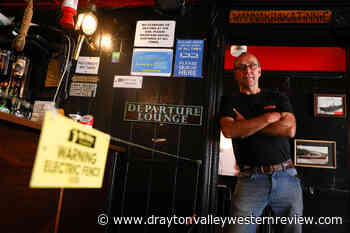 English pub adds an electric fence for social distancing safety - Drayton Valley Western Review