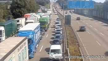 Schwerer Unfall auf A5: Vollsperrung bei Butzbach aufgehoben - Stau löst sich langsam auf - Wetterauer Zeitung