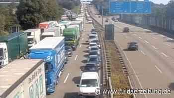 A5 bei Frankfurt: Gefahrgutunfall mit mehreren Lkw bei Butzbach – Autobahn gesperrt - Fuldaer Zeitung