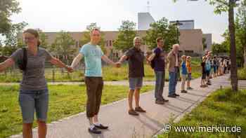 Poing: Menschenkette wegen Corona - Merkur.de