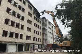 Audincourt : deux ans après l'incendie de la rue Pergaud, la destruction de l'immeuble de Neolia débute - France 3 Régions
