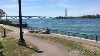 2 kayakers rescued after falling into Niagara River