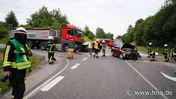 Unfall im Kreis Kassel: Auto gegen Lkw geschleudert - Mann schwer verletzt - hna.de