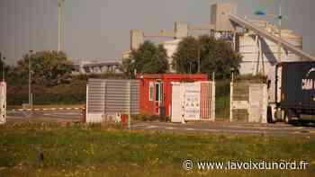 Une barge de 1 660 tonnes prend l'eau à Loon-Plage - La Voix du Nord